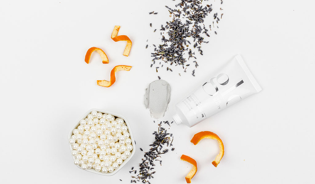 Phyto-Active Firming Mask with Pearl, Lavander and Orange ingredients.