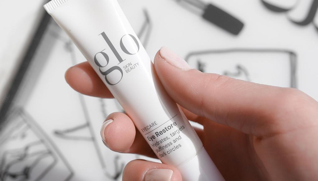 glo skin beauty eye restore in hand